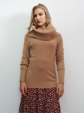 Knitted blouse with high necked
