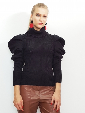 Knitted blouse with balloon sleeves