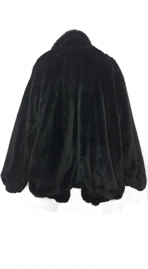 Woman's faux fur jacket with pockets