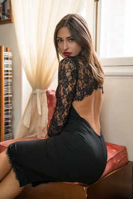 Bodycon φόρεμα με άνοιγμα και δαντέλα στη πλάτη ONLINE